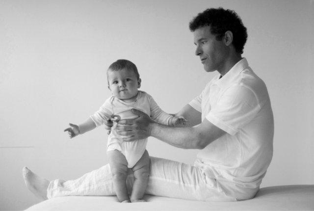 Rolfing pour les bébés : la gravité